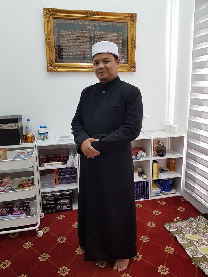 Tempahan Jubah Imam dari Masjid An-Nur Glenmarie.