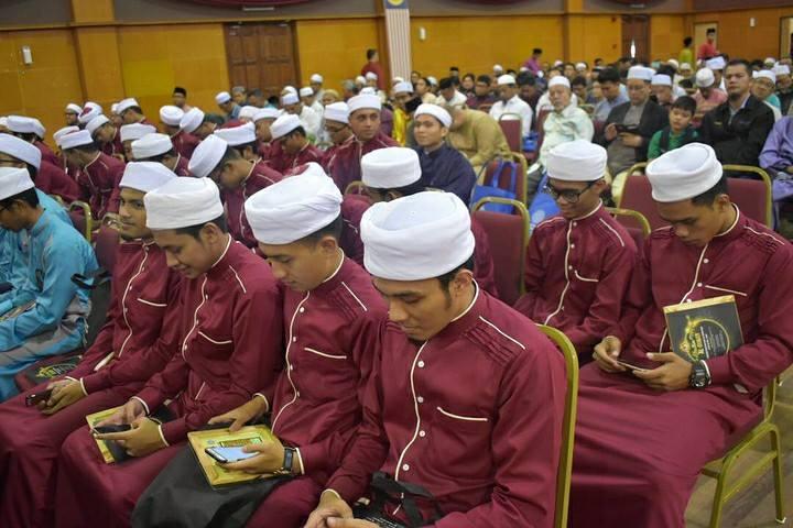 Jubah Tahfiz Uniten dari Johan Rosli