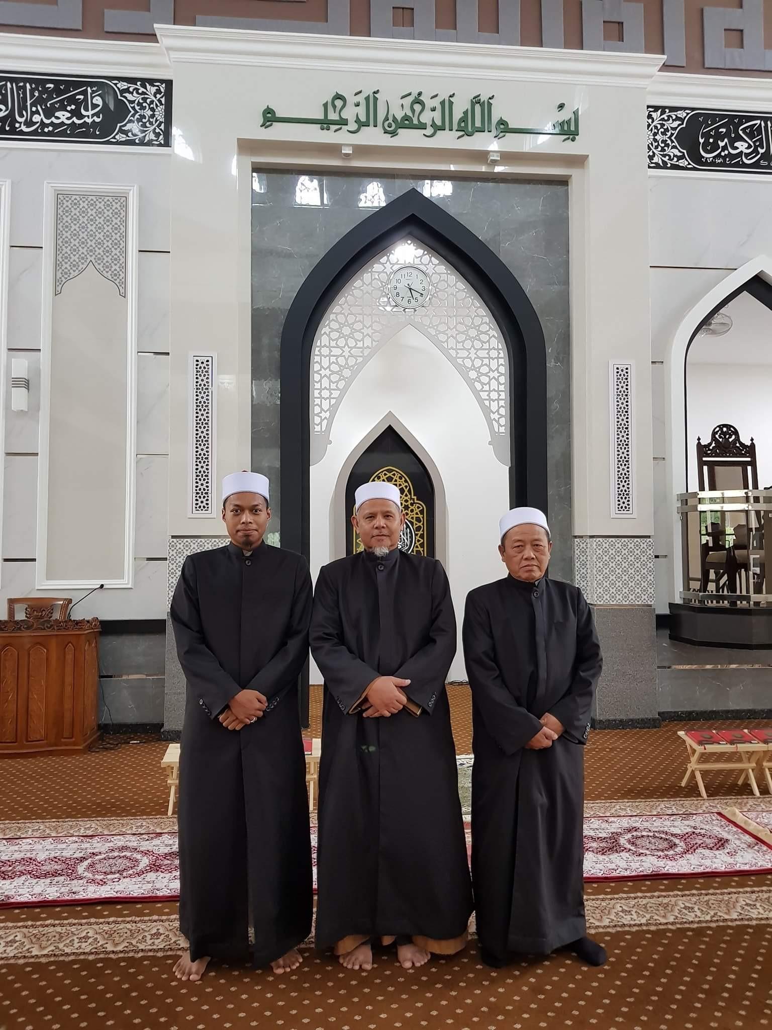 imam thobe Jubah Imam Coat utk Masjid Al-Raudhah Puncak Perdana.
