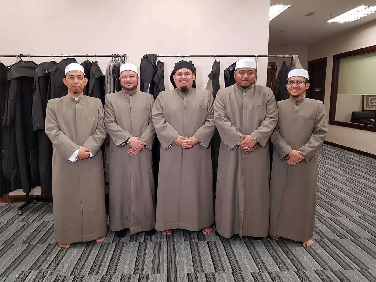 imam thobe tempahan jubah imam coat Masjid Sultan Salahudin Abdul Aziz Shah, Masjid Negeri