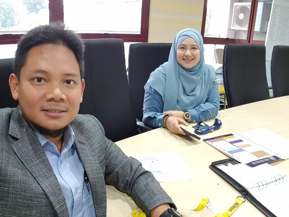 Bersama Puan Mazwin, tgh bincang design dan warna baju korporat utk Pejabat Daerah Klang.. . #jubahlelakijohanrosli #johanrosli #bajukorporat #bajukorporattempah #pejabatdaerahtanahklang