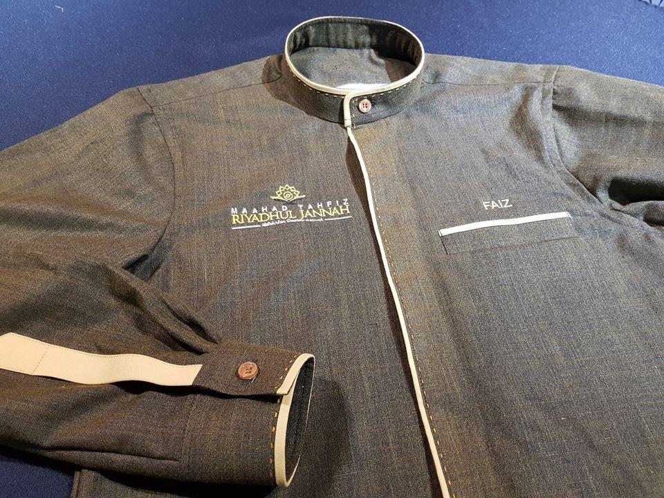 Baju Raihan Korporat. . Details tempahan: Kain: Cotton Linen Design: Piping + hand stitching Sulam: Gred A . #jubahlelakijohanrosli #johanrosli #bajuraihan #bajukorporat