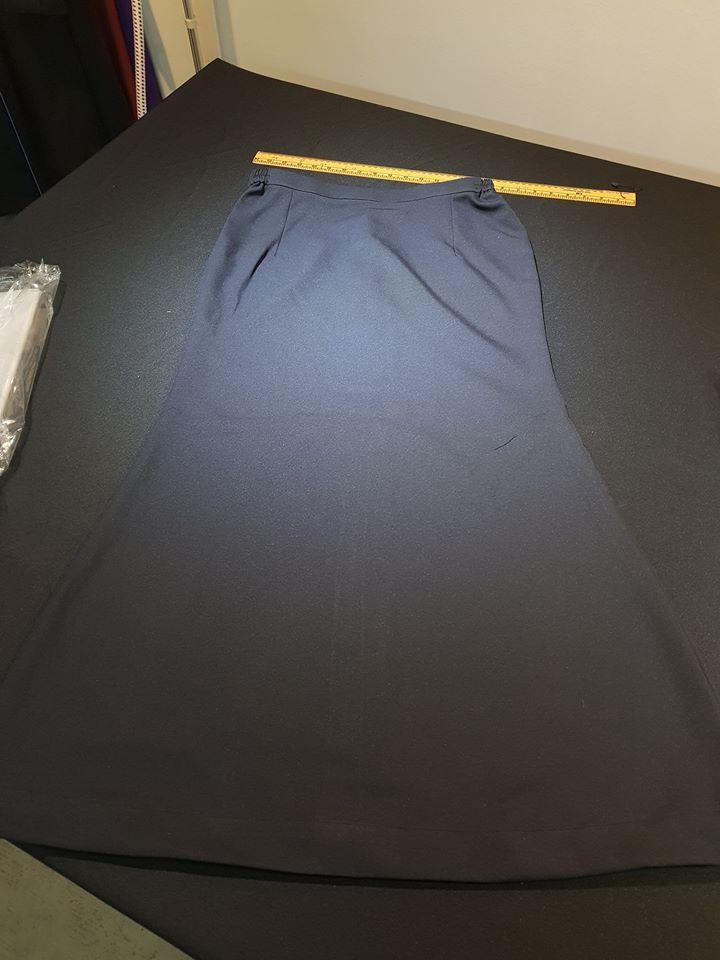 Skirt ada shape.. Abam pun pandai jahit skirt tau.. Lepas semua awek2 boleh dtg tempah skirt dgn Abam.. . #jubahlelakijohanrosli #johanrosli #tempahskirt